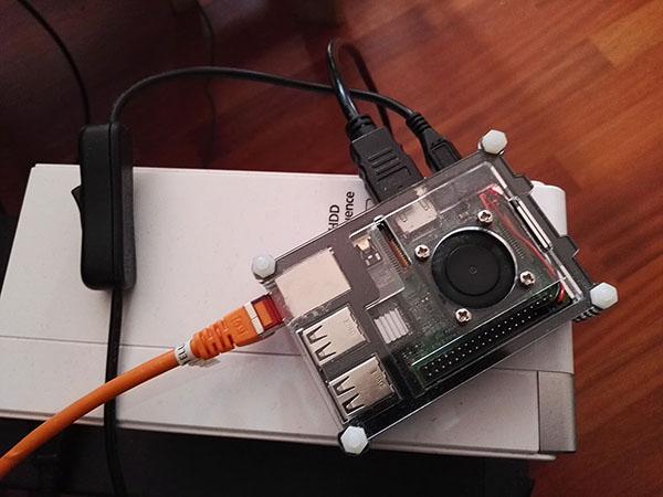 Il Raspberry PI3 con ventola e interruttore di accensione.